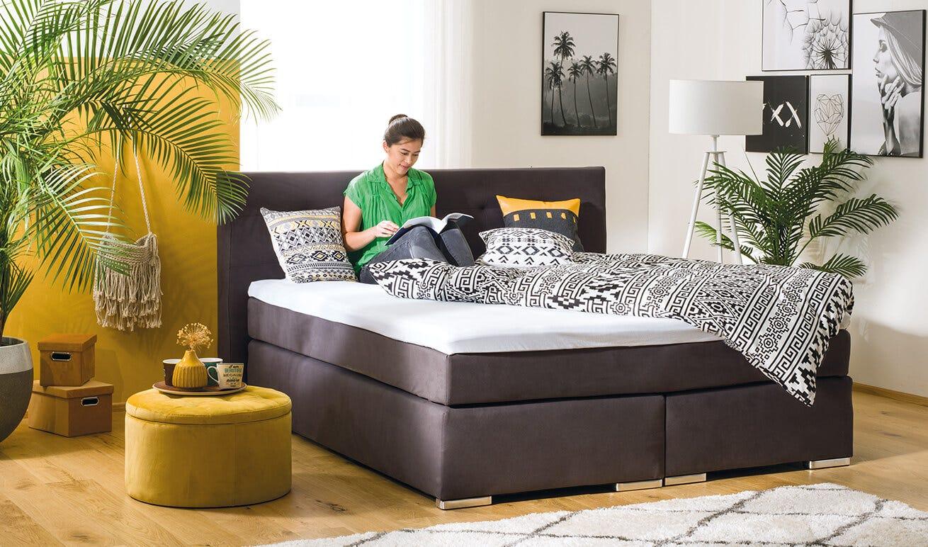 moderne schlafzimmer lampen junge frau